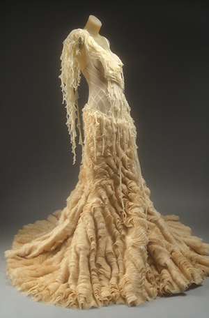 Alexander-mcqueen-met-dress-2003